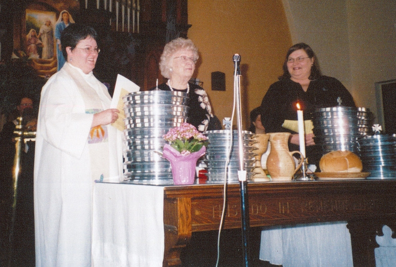 42-3-Donna-04-2005-Easter-Communion-Eunice-Philips-Pat-Kirton-Bailey